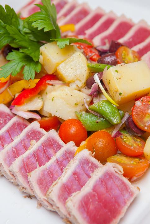VHFC0152-salad_nicoise_image1.jpg