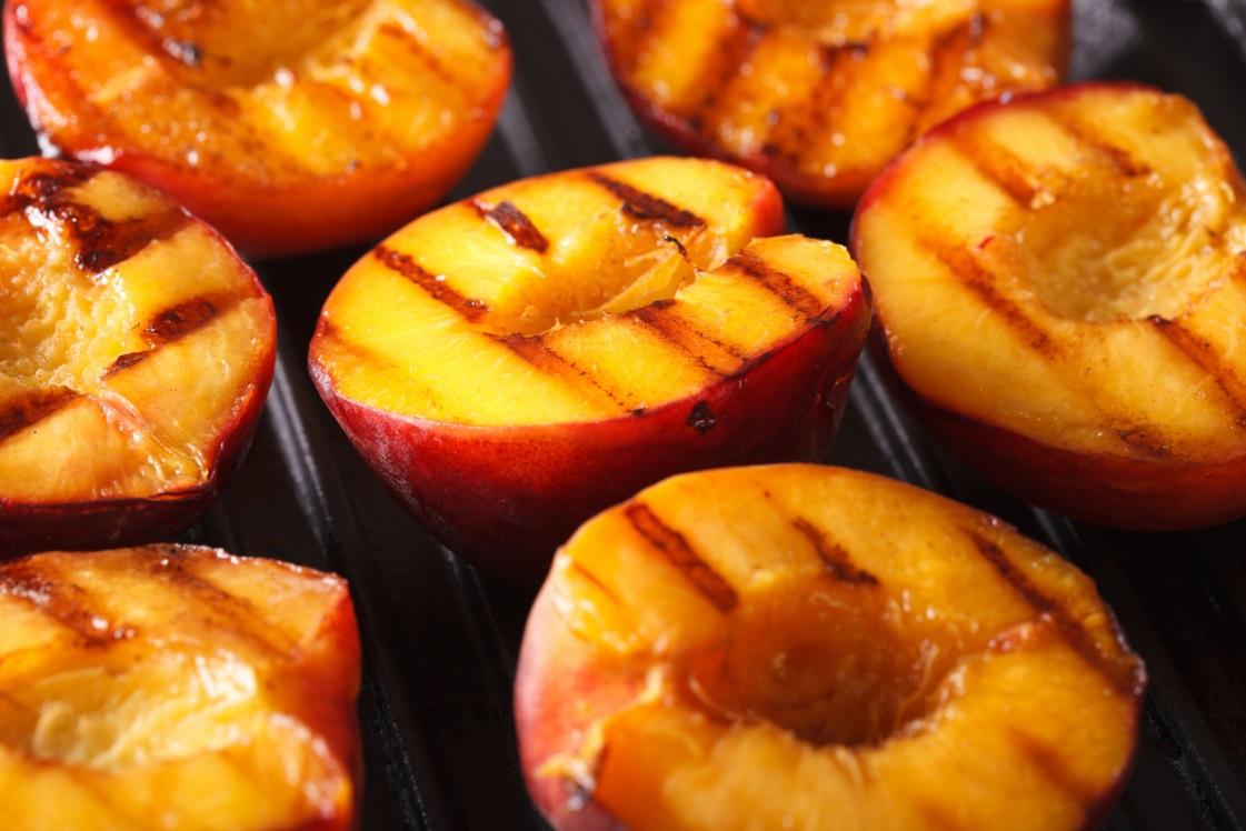 VHFC0184-grilled_peaches_image1.jpeg